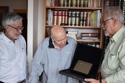 Entrega distinción de Académico de Honor a Alberto González Vergel en 2019