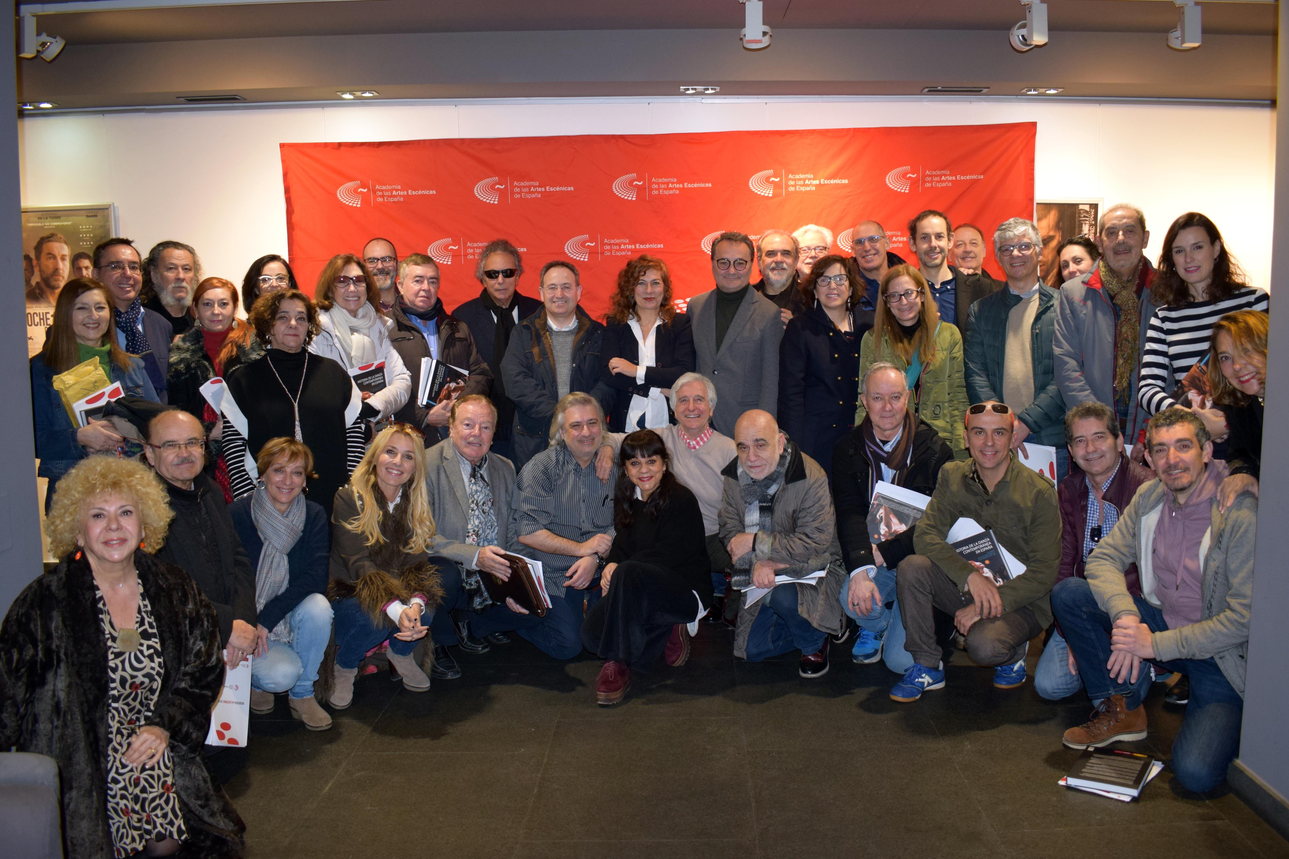 Foto de la familia de la Academia de las Artes Escénicas de España Jesús Cimarro durante la Asamblea General de la entidad el 9 de febrero de 2019