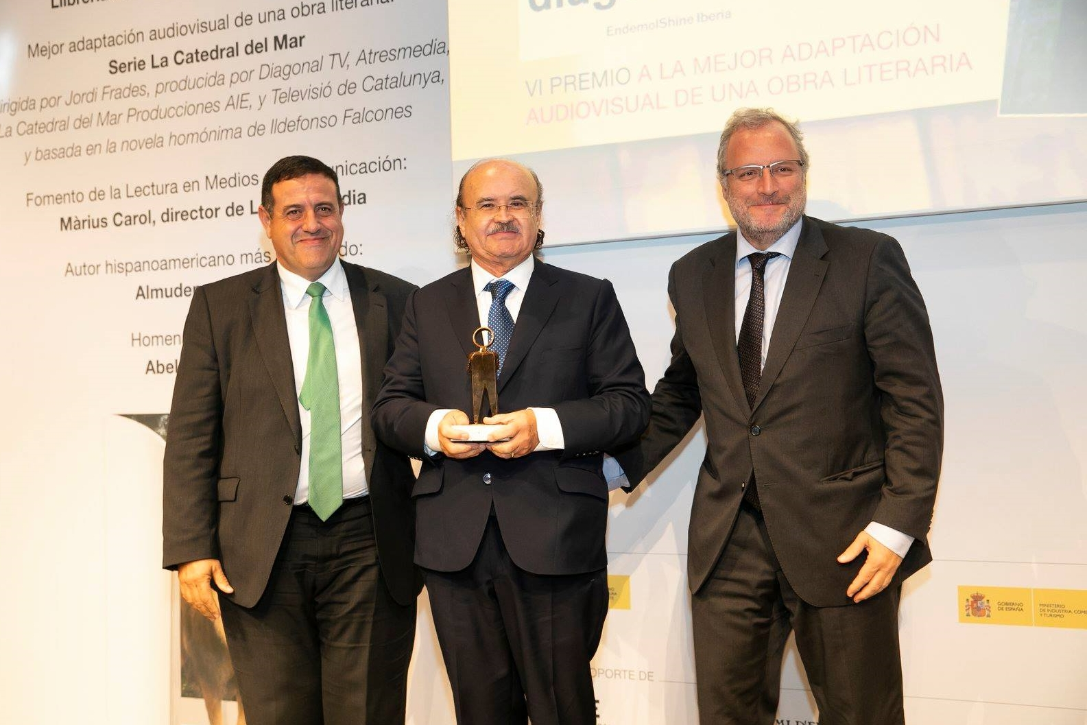 Foto de Rodolf Sirera recibe el premio Liber a la Mejor Adaptación Audiovisual