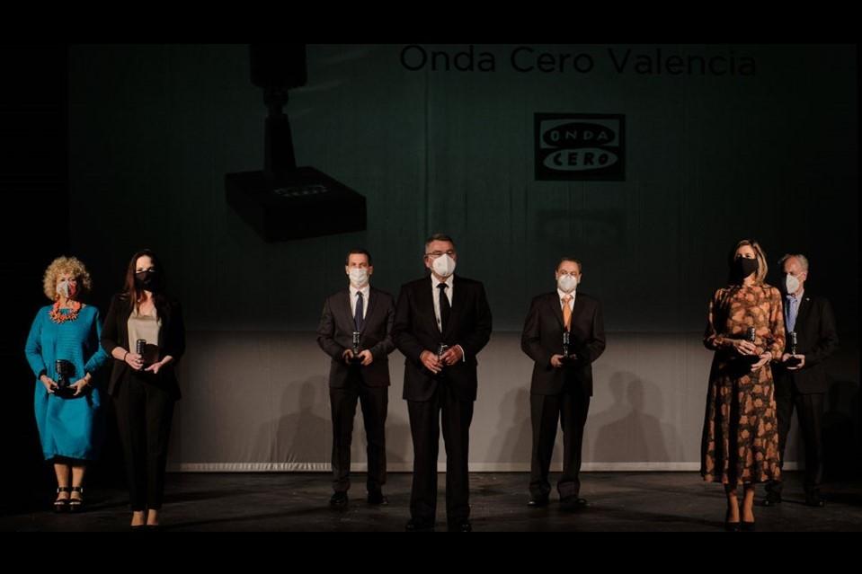 Foto de Rosángeles Valls recoge el Premio Arte y Cultura concedido a Ananda Dansa