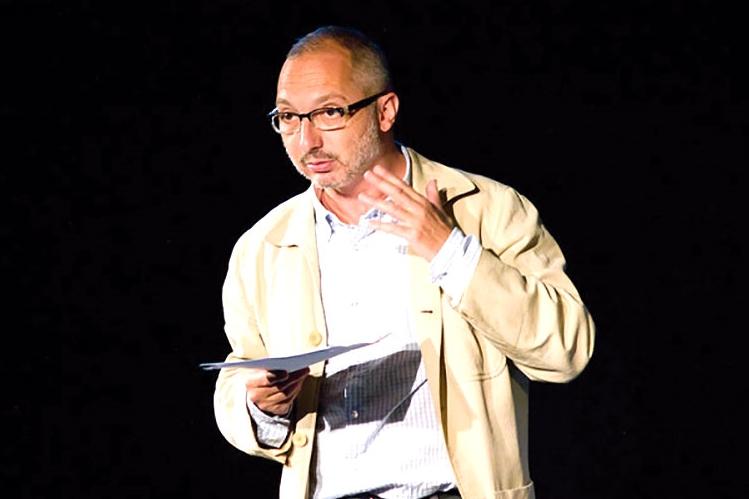 Foto de Julio Escalada recibe el Premio El Espectáculo Teatral de Ediciones Irreverentes