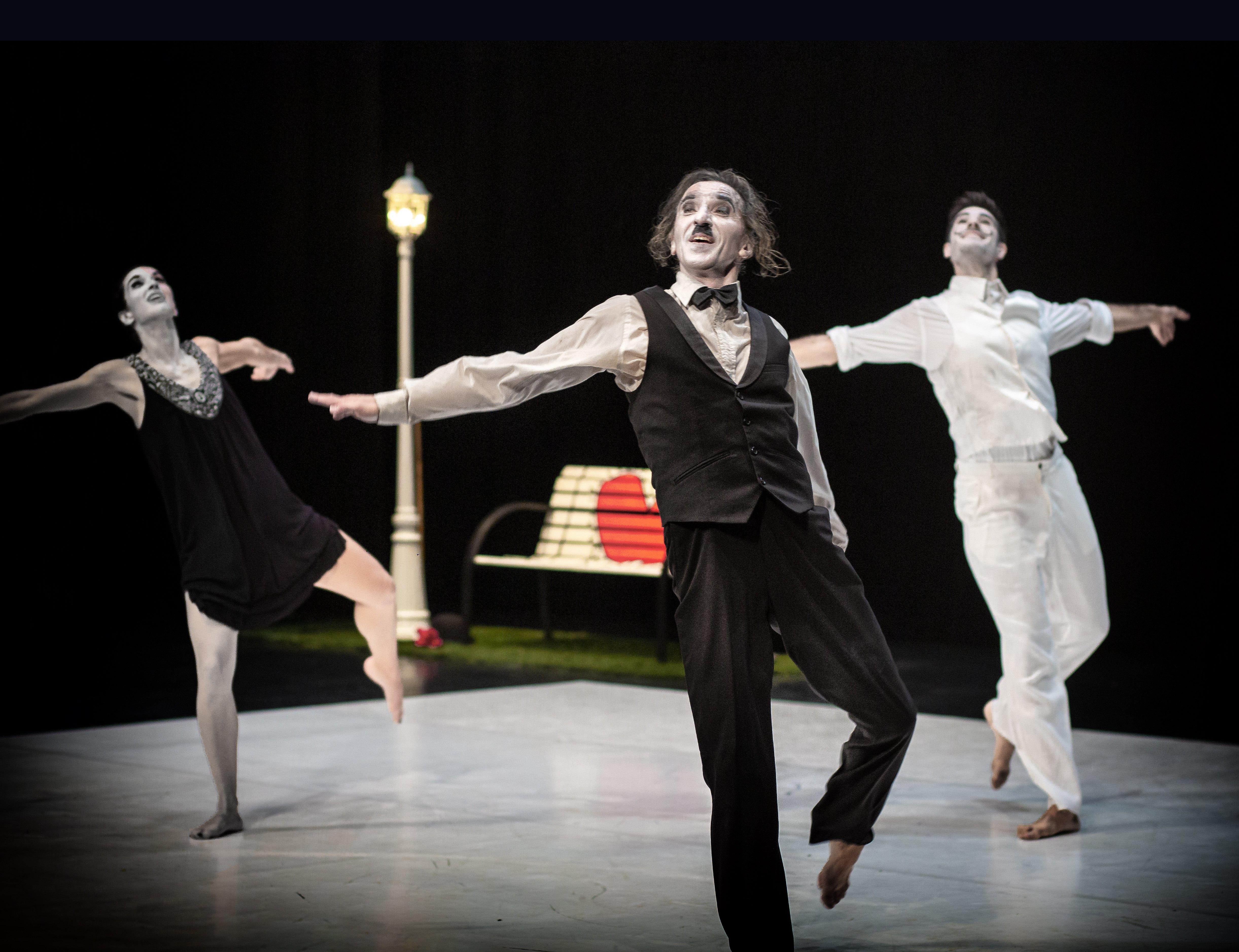 Foto de Representación en Sevilla de 'Charlie', de la compañía de danza del académico Fernando Hurtado, basado en la vida y obras de Charlie Chaplin