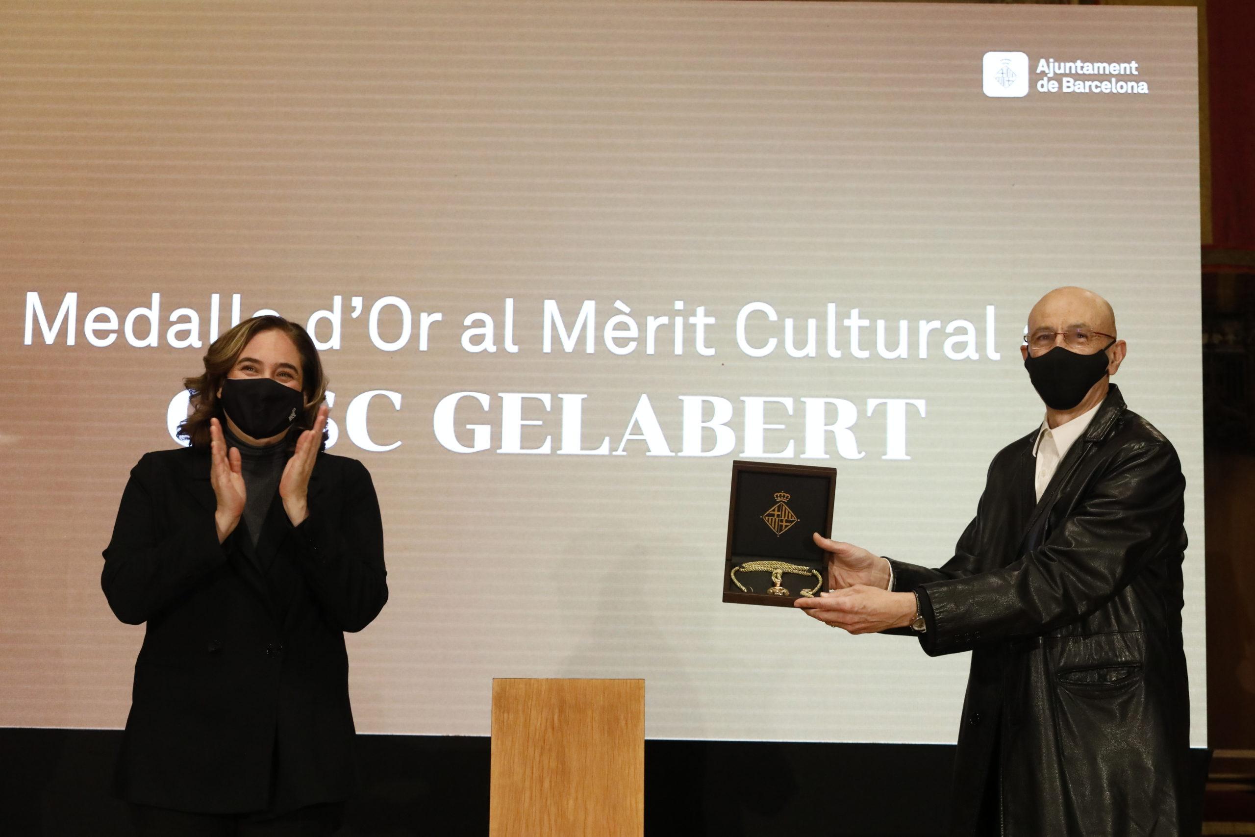 Foto de Cesc Gelabert recibe la Medalla de Oro al Mérito Cultural de Barcelona