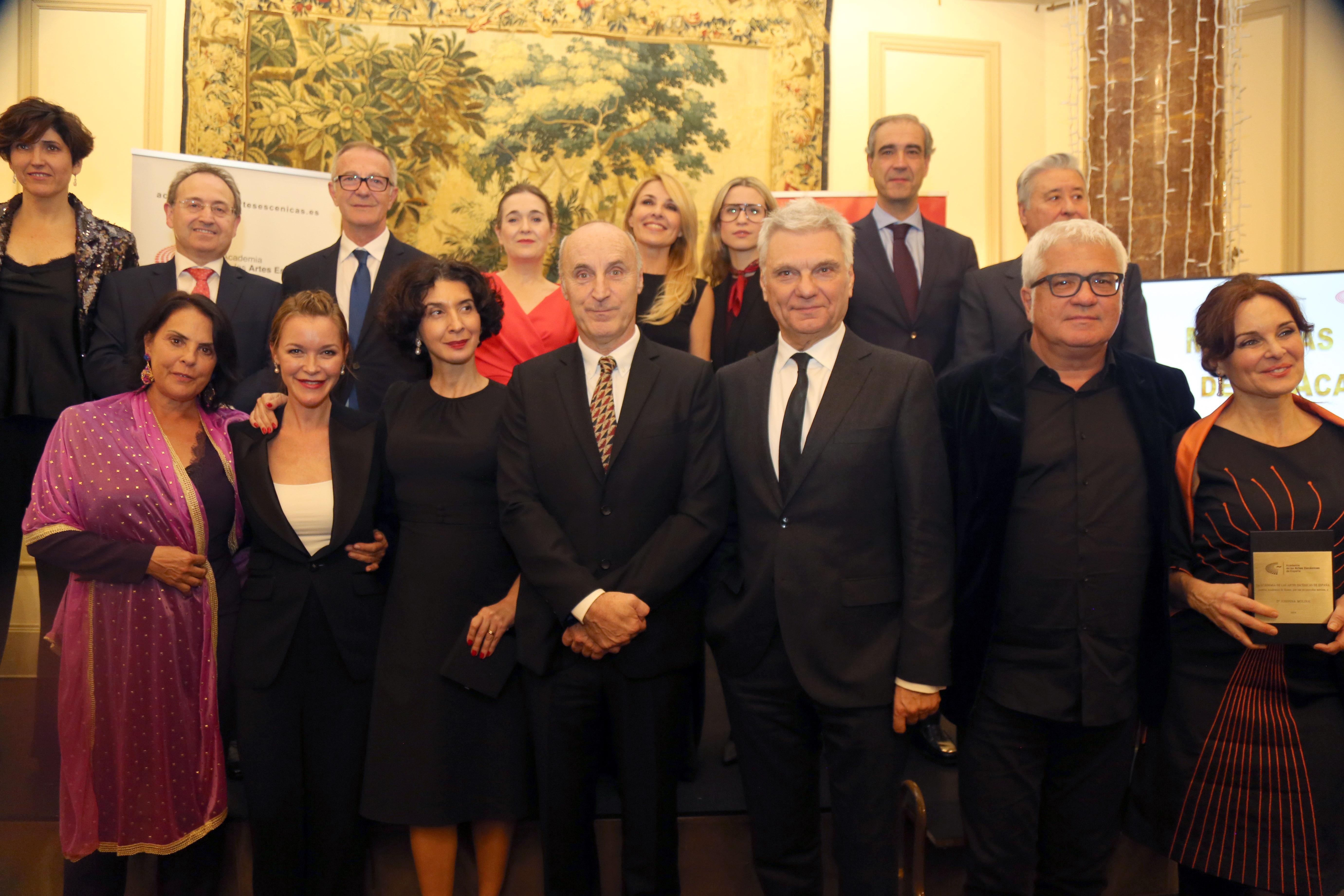 Foto de Jesús Cimarro y Cayetana Guillén Cuervo presiden la gala de las Medallas de Oro de la Academia y Distinción de Honor