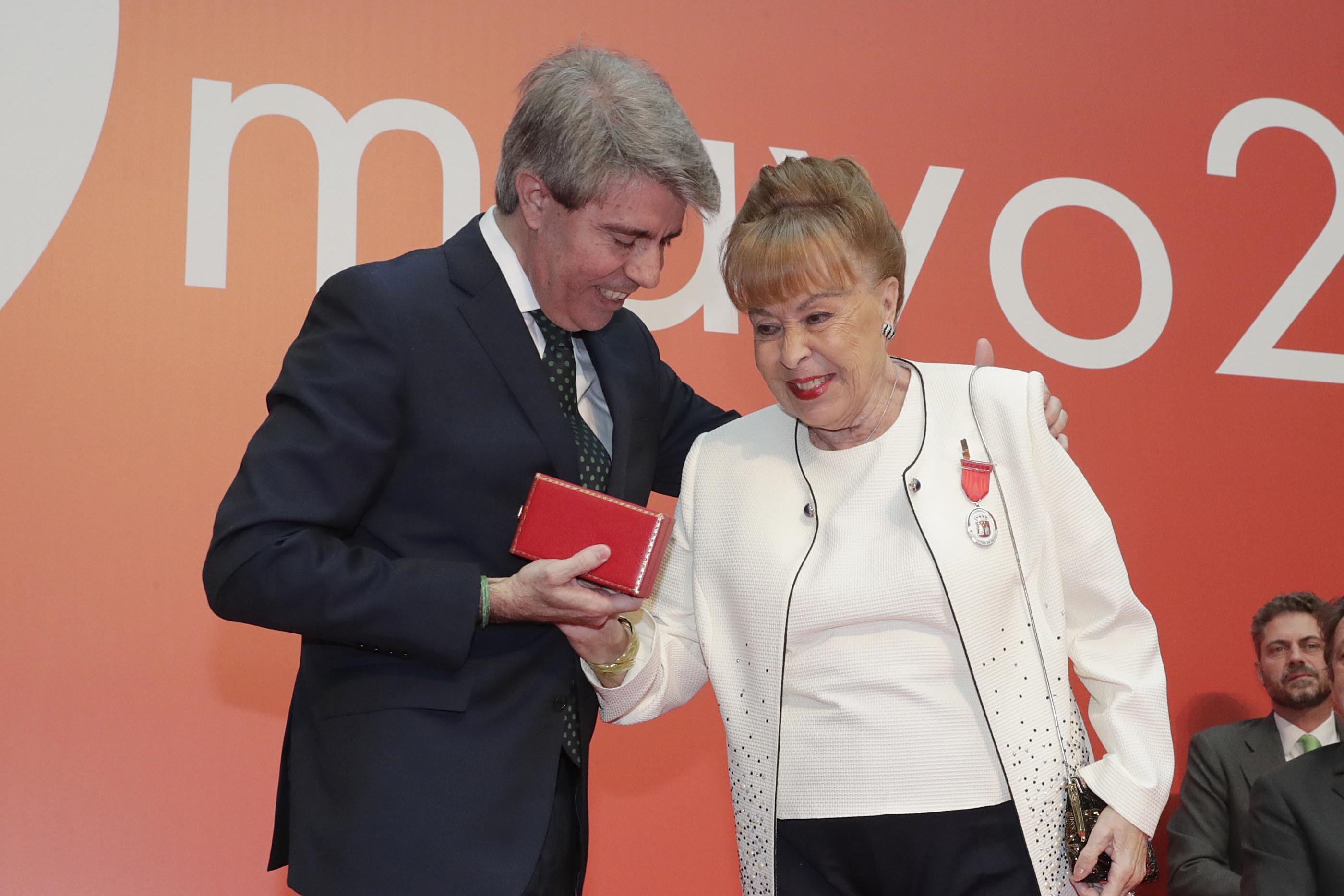 Foto de Gemma Cuervo recibe la Medalla de Plata de la Comunidad de Madrid
