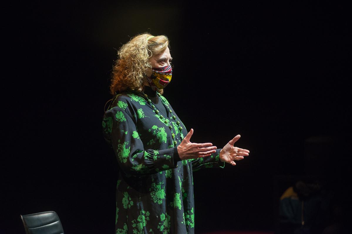 Foto de Paloma Pedrero nombrada Socia de Honor de la AAT