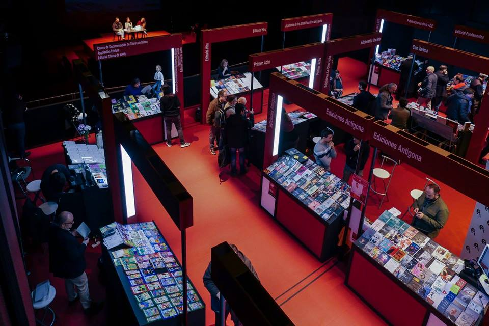 Foto de Académicos premiados en el XIX Salón Internacional del Libro Teatral